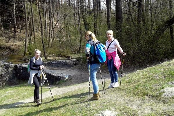 Wędrowanie Nordic Walking na szlaku szumów